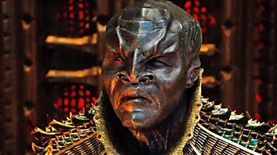 A Discovery Klingon looking confused.