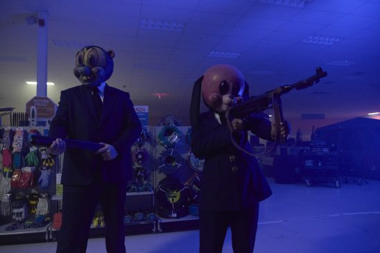Hazel and Cha-Cha in their animal masks from Umbrella Academy.
