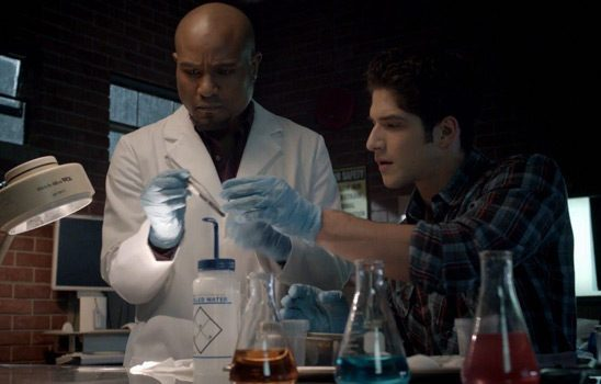 Deaton and Scott from Teen Wolf doing chemistry