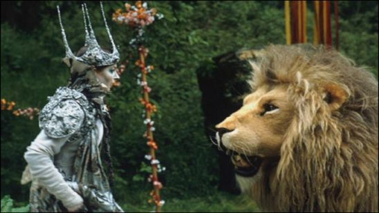 A giant lion talks to a woman in a scary crown in The Lion, The Witch, and The Wardrobe